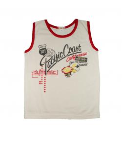 Pirinyó- Drapp színű piros szegővel ellátott nyomott mintás fiú trikó